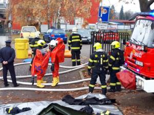 Záchranné složky nacvičovaly únik chlóru v jihlavském bazénu Evžena Rošického