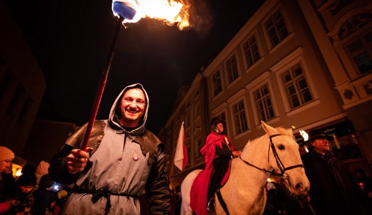 FOTO, VIDEO: Jihlava po roce zažila průvod svatého Martina. Program ukončil ohňostroj