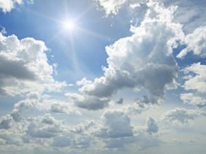 POČASÍ NA NEDĚLI: Teploty se vyhoupnou nad deset stupňů, ukáže se i sváteční sluníčko