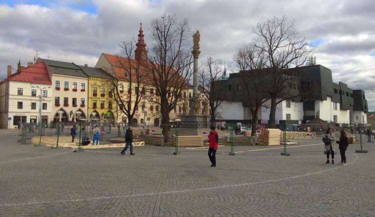 Vánoce v Jihlavě: Kluziště na náměstí bude zdarma. Lidé si zde mohou půjčit brusle