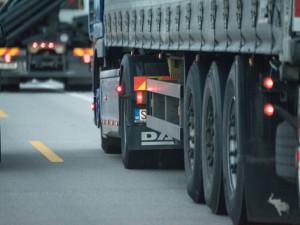 Na D1 na Vysočině přibývají značky, které zakážou kamionům předjíždět