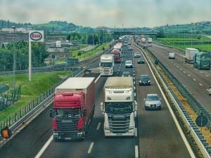Značení pro kamiony kvůli předjiždění na D1 je funkční. Zatím není potřebné