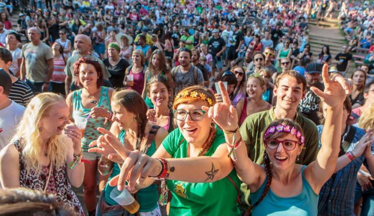 Letní festivaly začaly zveřejňovat program. Kdo na Vysočinu přijede zahrát a zazpívat?