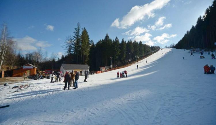 Sjezdovky o víkendu ještě v provozu nebudou, na Vysočině se začne lyžovat v příštím týdnu