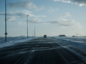 SJÍZDNOST: Na východě Vysočiny sněžilo, řidiči musí být opatrní