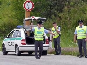 Policisté zastavili dvacetiletého řidiče Octavie. Měl pozitivní test na amfetamin a kokain