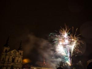 Novoroční ohňostroje pořádají jen některá města na Vysočině. Jihlava za něj dá 65 tisíc