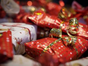Češi si na Štědrý den volali více, přáli si přes sociální sítě