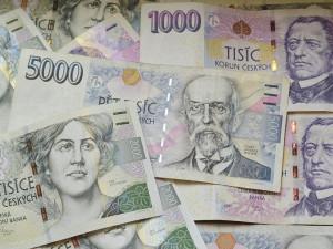 Domácnosti loni utratily téměř 150 tisíc korun na osobu
