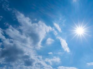 POČASÍ NA PONDĚLÍ: Teploty okolo nuly, obloha bude polojasná