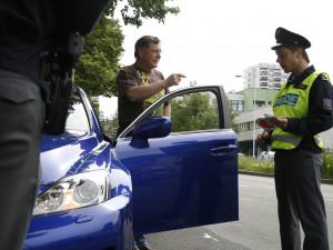 Po přestupku nahlásil, že policisté byli při kontrole opilí. Za pomluvu musí zaplatit 10 tisíc