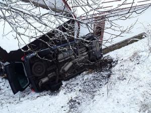 AKTUÁLNĚ: Záchranné složky jsou u nehody v Arnolci. Osobák skončil mimo vozovku