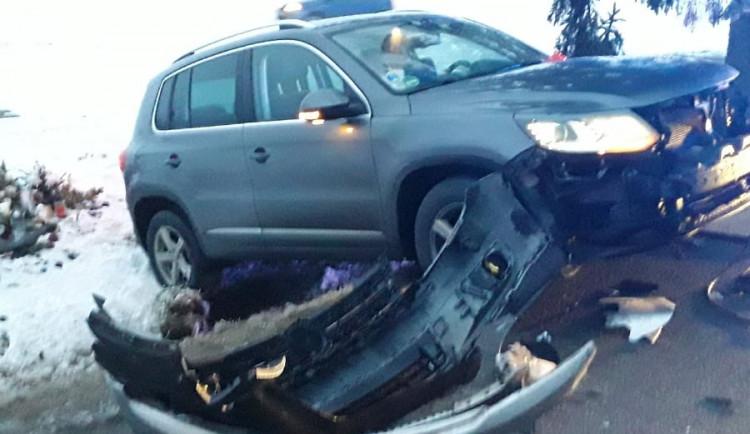U Stříteže se srazila dvě osobní auta. Muž a žena skončili na jihlavském urgentu