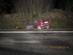 Neznámý zloděj ukradl auto a boural s ním. Neviděli jste ho na silnici nebo při nehodě?