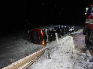 Vítr a sněžení komplikuje i dnešní cestování po Vysočině. Od rána bouralo 25 řidičů