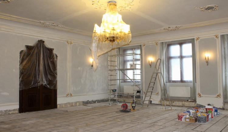 FOTO: V Jihlavě se od dubna bude oddávat ve vylepšené obřadní síni