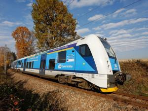 Až do úterý kvůli spadlým stromům nepojedou vlaky mezi Kostelcem a Jihlavou