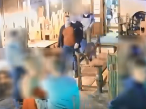 VIDEO: Fyzické napadení v jihlavském podniku. Policie hledá muže na záznamu