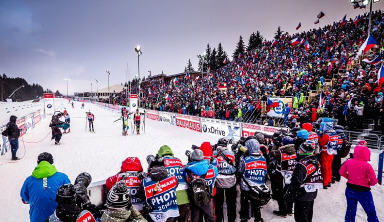 Kvůli biatlonovým závodům bude omezená doprava u Vysočina Areny