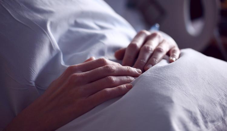Nemocnice a další zařízení na Vysočině rozšiřují zákazy návštěv