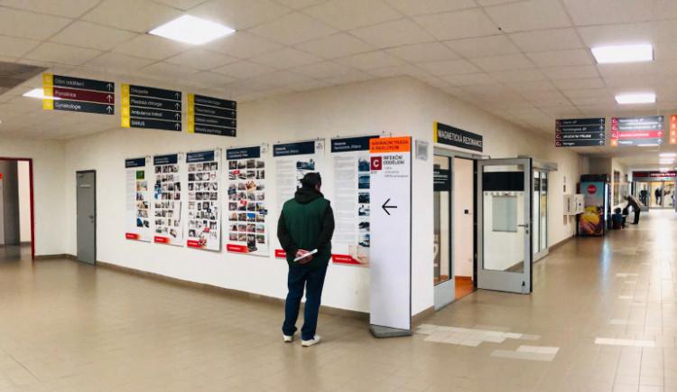 Jihlavská nemocnice až do odvolání zakázala návštěvy. Na všech odděleních