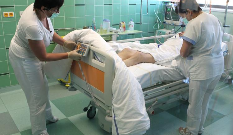Nemocnice v Jihlavě kupuje plicní ventilátory. Na jejich pořízení vyhlašuje sbírku