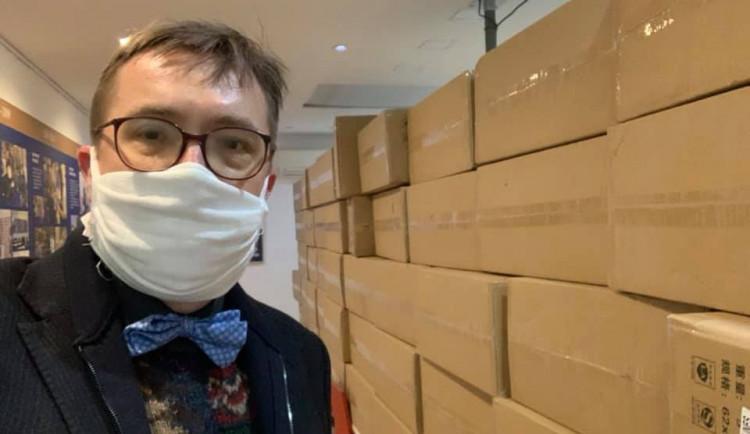 Zubaři kritizují vládu. První zásilka respirátorů se k nim dostala až dnes v noci
