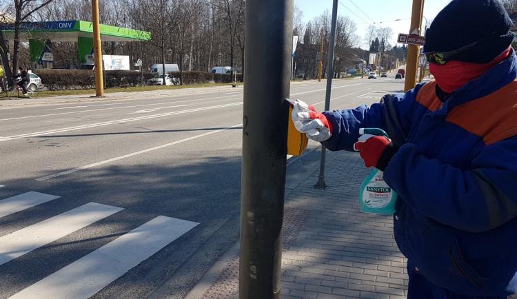 Jihlava dezinfikuje tlačítka semaforů. Sahejte na ně pouze loktem, ramenem nebo kolenem, radí radnice
