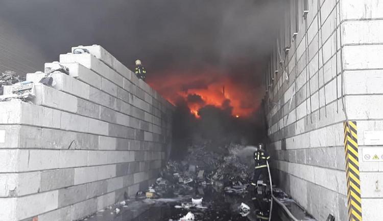 Požár v Enviropolu byl úplně zlikvidován až v sobotu brzy ráno. Můžeme už i větrat