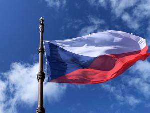 Česká vlajka dnes slaví přesně 100 let. Odborníci ji řadí mezi vůbec nejzdařilejší