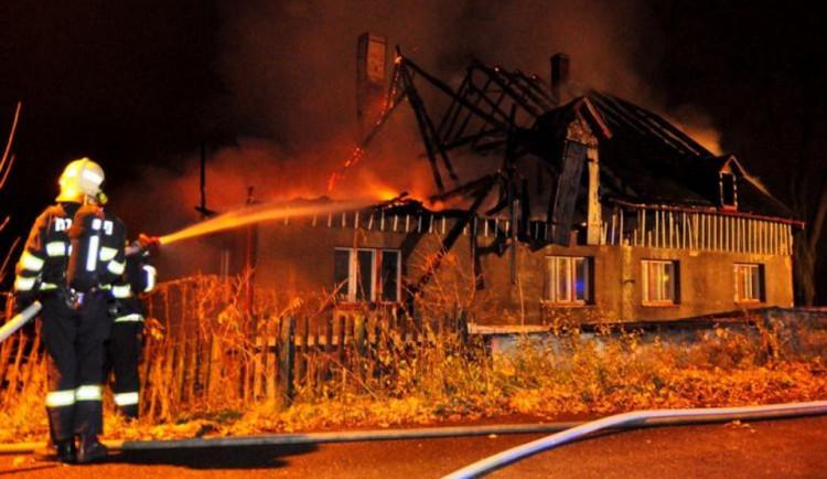 Noční požáry na Batelově způsobily skoro dvoumilionovou škodu. Založil je někdo úmyslně?