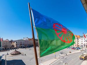 Na jihlavské radnici byla vyvěšena romská vlajka, připomíná Mezinárodní den Romů