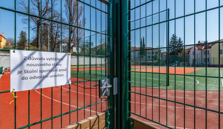Oplocená hřiště a sportoviště v Jihlavě zůstávají většinou zavřená
