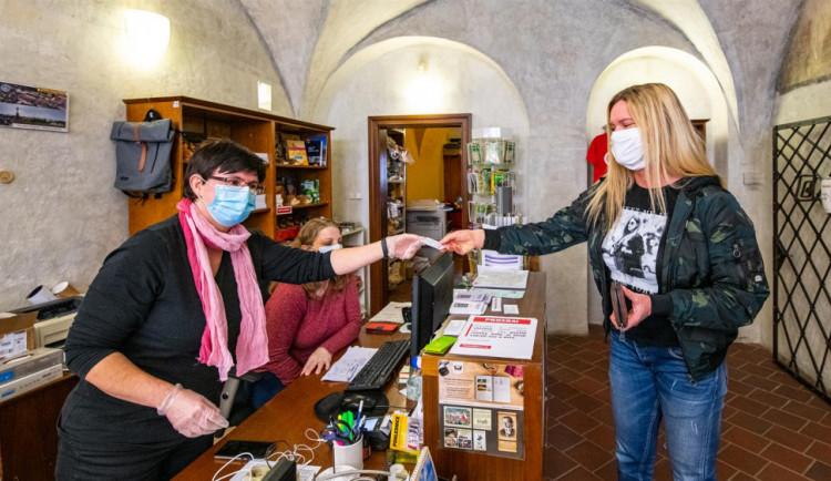Jihlava má už 167 dobrovolníků. Pomocnou ruku podala i herečka, kulturistka nebo novinář
