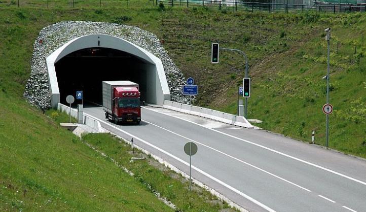 Další rozvolňování v Jihlavě: Začala modernizace tenisových kurtů, uzavře se Jihlavský tunel