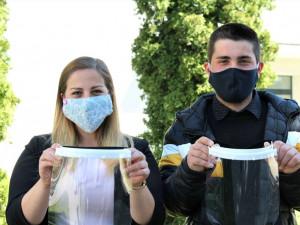Lucie Roučková a Martin Pinta: Jsme rádi, že nám VŠTE umožnila vyrábět v3D laboratořích ochranné štíty. Odezva je úžasná
