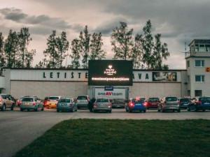 Jihlava znovu ožívá! První autokino v době virové potěšilo nejen diváky, ale i místní podnikatele