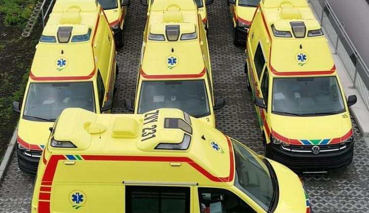 Krajští záchranáři dostali nové sanitky. Mají klimatizaci, pojedou rychlostí až 184 km/h
