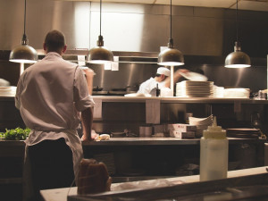 Restauratéři z Vysočiny: Otevírací dobu do 23:00 zvládneme, problémem mohou být delší večírky