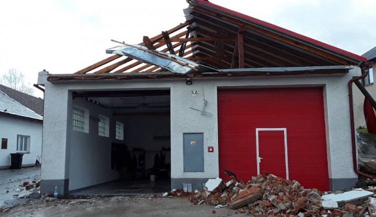 V Rohozné je od jarní vichřice opravená většina poničených staveb včetně hasičárny