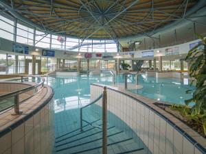 Bazén E. Rošického se otevře až na podzim. Vodní ráj se chystá na Beachvolejbalové léto