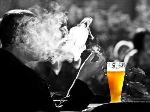 Nepříjemná zpráva pro kuřáky. Vláda má na stole plán dalšího zdražování cigaret