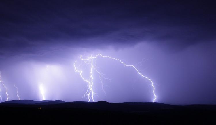 Pozor na silné bouřky. I na Vysočině se místy mohou rozvodnit řeky a zaplavit sklepy