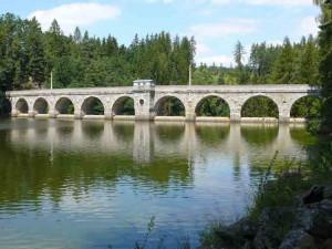 KOUPÁNÍ NA VYSOČINĚ: Z přírodních koupališť už má horší vodu přehrada Sedlice