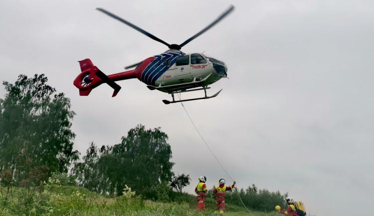 FOTO: Naštěstí jen nanečisto. Jihlavská letecká záchranka trénovala podvěsy