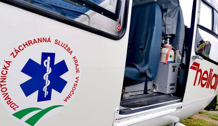 Třiaosmdesátiletý řidič asi přehlédl čtyři chodkyně. Pro jednu musel doletět vrtulník