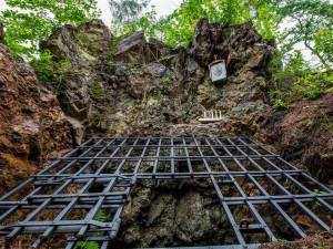 U Hybrálce se otevřela opravená štola sv. Jana Nepomuckého. Dočkala se i požehnání