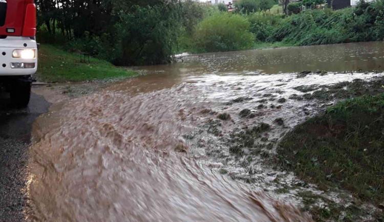 Vysočinu opět trápí silný déšť. Dobrovolní hasiči evakuovali dětský tábor