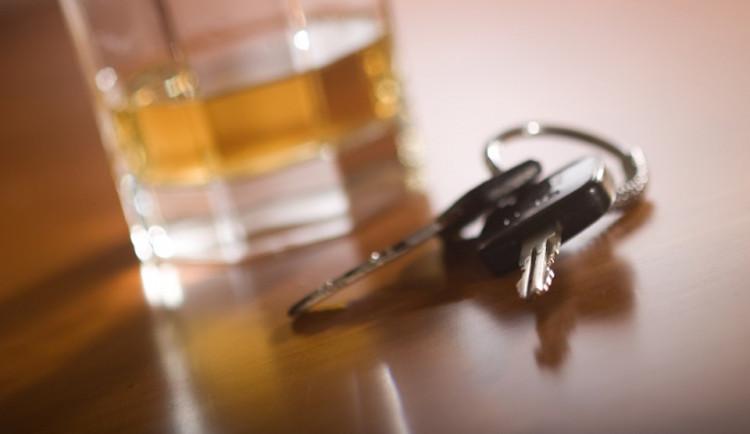 Víkendové kontroly odhalily opilé řidiče. Hrozí jim až rok za mřížemi
