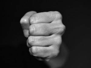 Policie šetří incident ve firmě, cizinec zaútočil na jiného muže. Hrozí mu 10 let za mřížemi